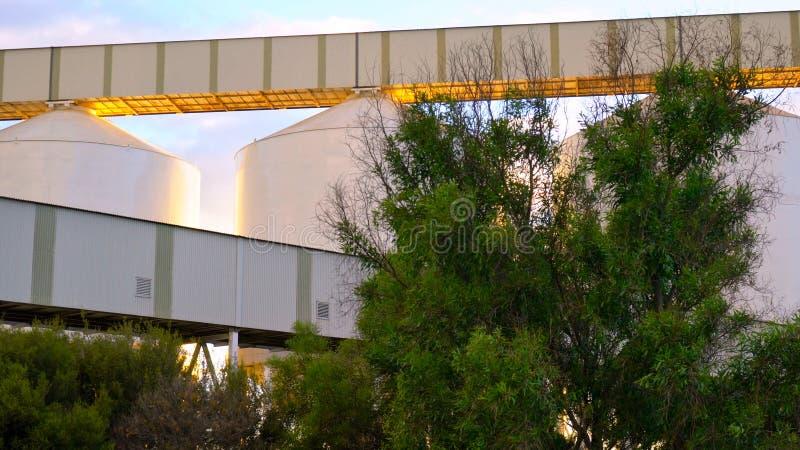 Zbożowi silosy w Zewnętrznym schronieniu, Południowy Australia przy świtem, zdjęcia stock