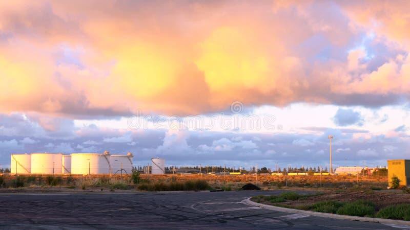Zbożowi silosy w Zewnętrznym schronieniu, Południowy Australia przy świtem, fotografia stock