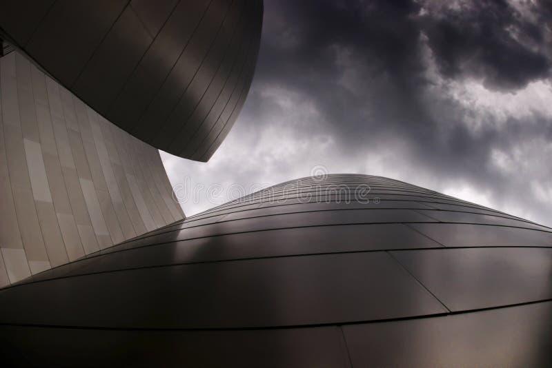 zbudować chmurnego nowoczesnego niebo fotografia stock