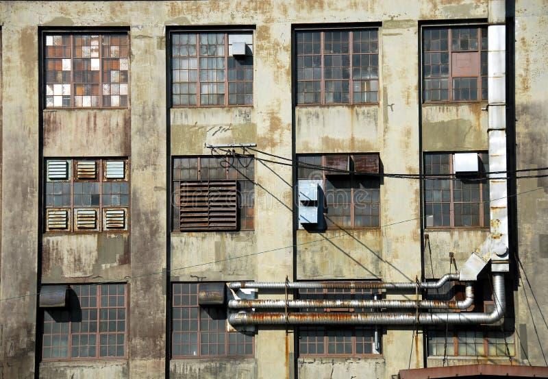 zbudowane na pukanie przemysłowego robi nowej starej pokoju coś ruinie obrazy stock