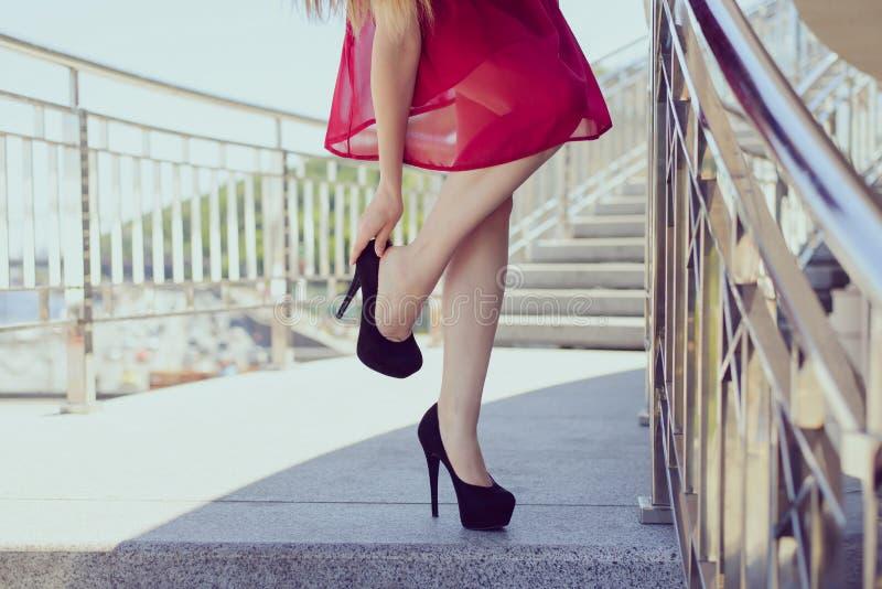 Zbyt duża mała czerwień skrótu odzież rozbiera się luksusowego eleganckiego pojęcie fotografia royalty free