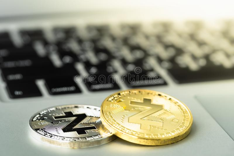 Zcash ZEC moneta na notatniku fotografia stock