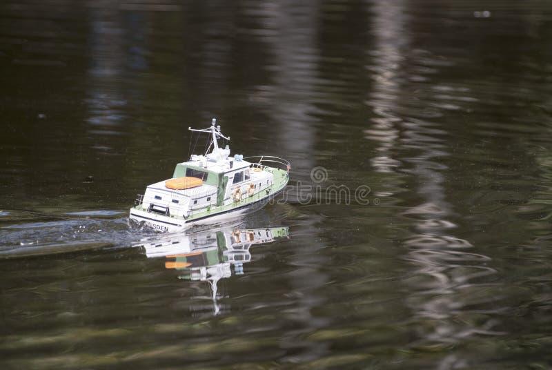 Zdalnie sterowany militarna łódź motorowa zdjęcia stock