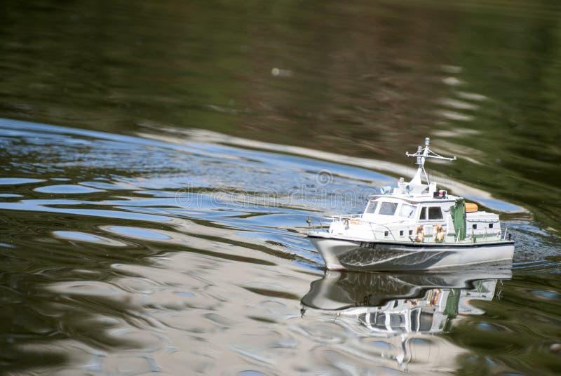 Zdalnie sterowany militarna łódź motorowa fotografia royalty free