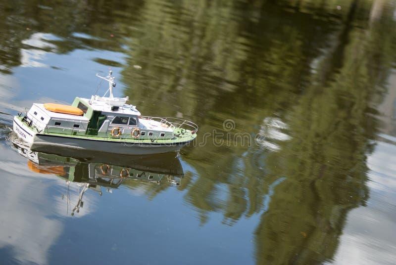 Zdalnie sterowany militarna łódź motorowa obraz stock