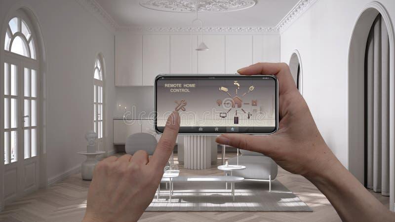 Zdalny system sterowania domem na cyfrowym tablecie inteligentnym Urządzenie z ikonami aplikacji Wnętrze minimalistycznego salonu obraz stock