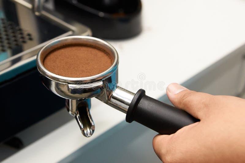 Zdanie napój kawa grinded Pracy barista obrazy royalty free