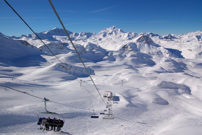 zdaniem zimy narciarska kurortu obraz stock