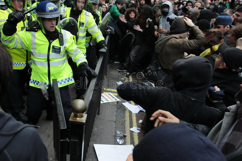 zderzenia London milicyjna protestujących zamieszka obraz royalty free