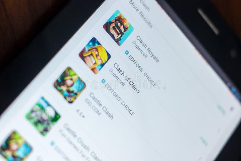 Zderzenie klan ikona w liście mobilni apps Ryazan Rosja, Marzec - 21, 2018 - zdjęcia stock