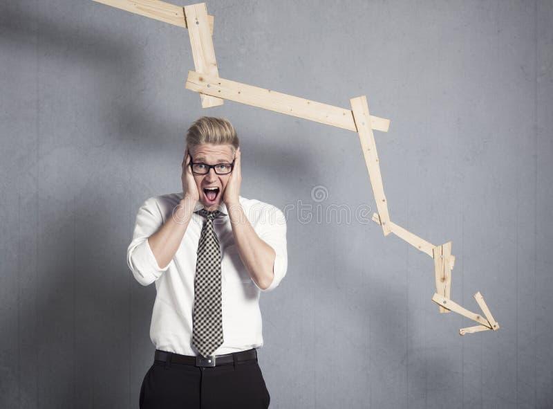 Download Zdewastowany Biznesmen Krzyczy Przed Wykresem Wskazuje W Dół. Obraz Stock - Obraz złożonej z sprzedażny, disillusion: 28955201