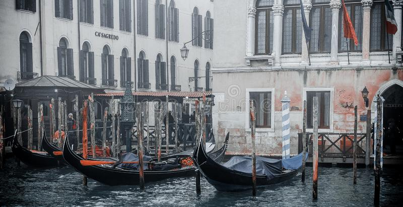 Zdjęcie punktu zwrotnego budynek kanałem, fotografia brać od vaporetto tradycyjny transport Venice dla społeczeństwa fotografia stock