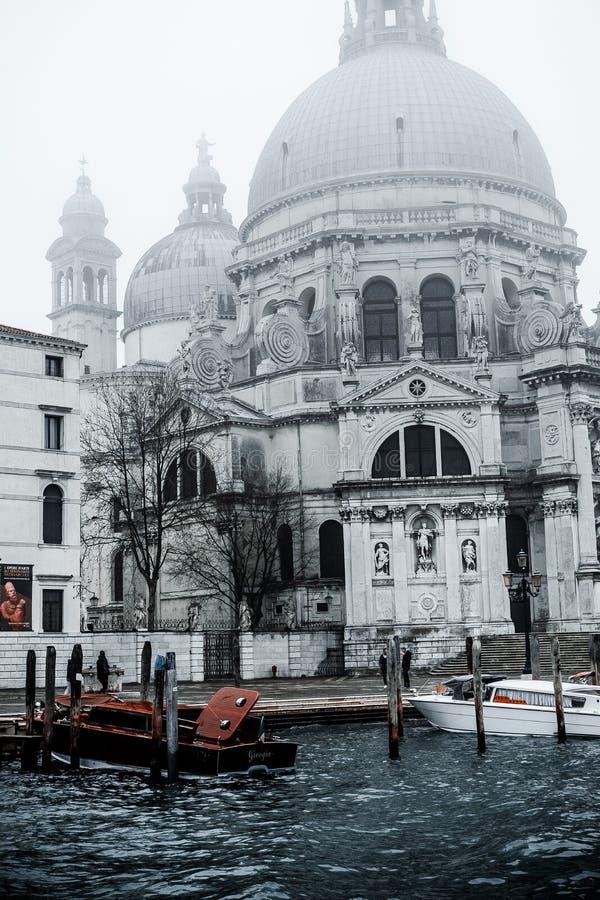 Zdjęcie punktu zwrotnego budynek kanałem, fotografia brać od vaporetto tradycyjny transport Venice dla społeczeństwa obraz stock