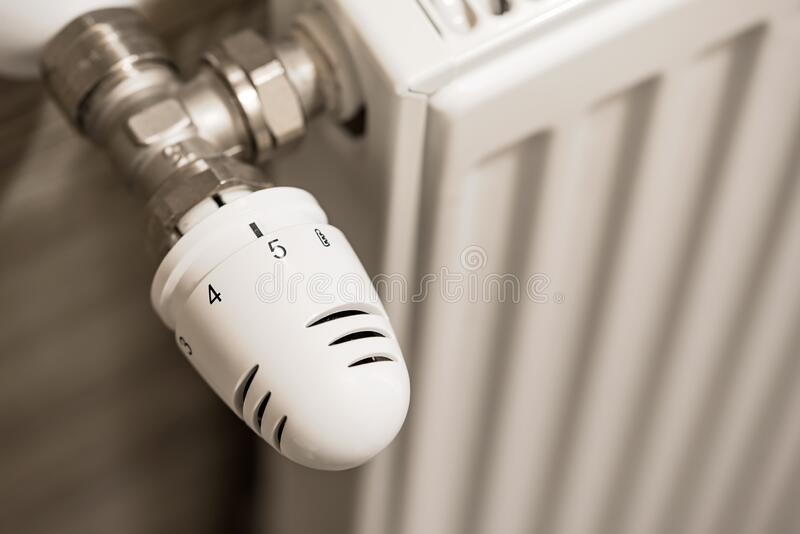 Zdjęcie grzejnika z regulatorem temperatury fotografia stock