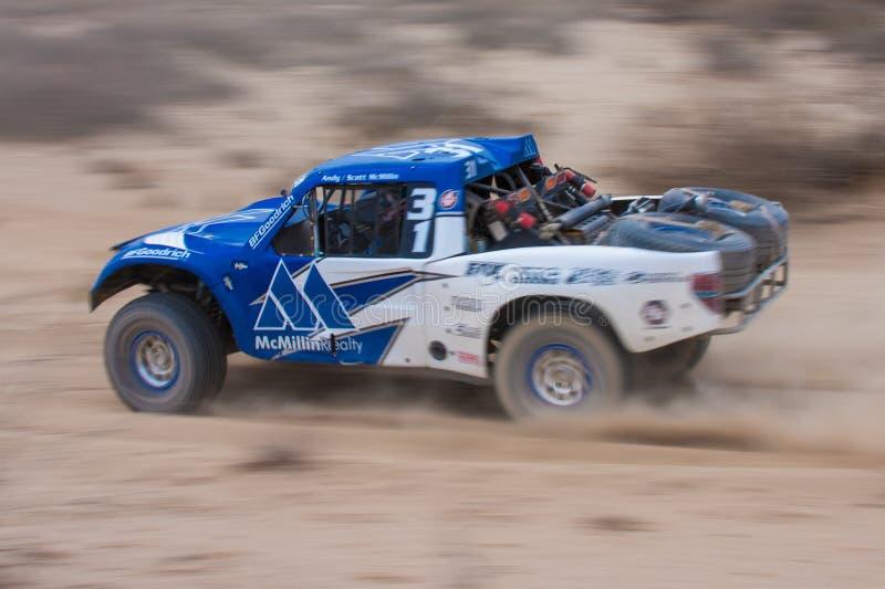 Zdobywa punkty Daleko drogi 4x4 Baj ciężarówki rasy fotografia royalty free
