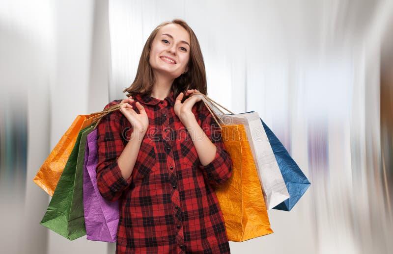 Download Zdojest Kobiet Shoping Potomstwa Zdjęcie Stock - Obraz złożonej z torba, atrakcyjny: 57669412