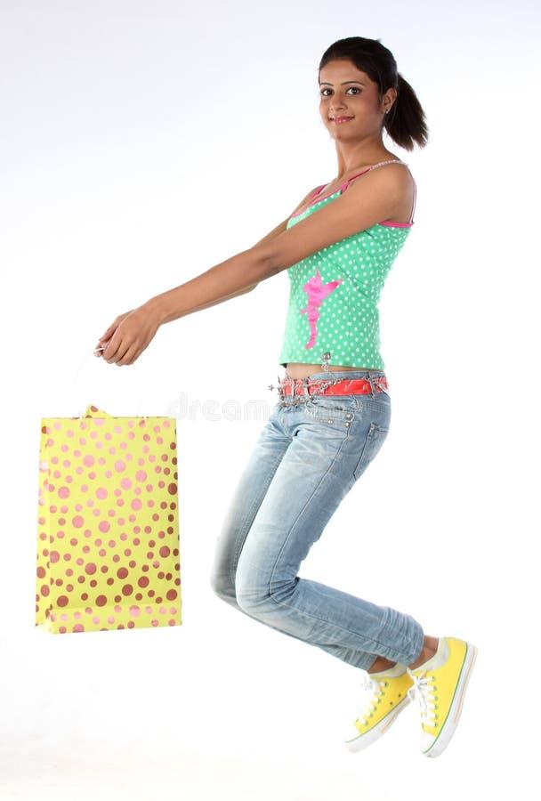 Download Zdojest Skokowego Dziewczyna Zakupy Zdjęcie Stock - Obraz złożonej z moda, odziewa: 13340092