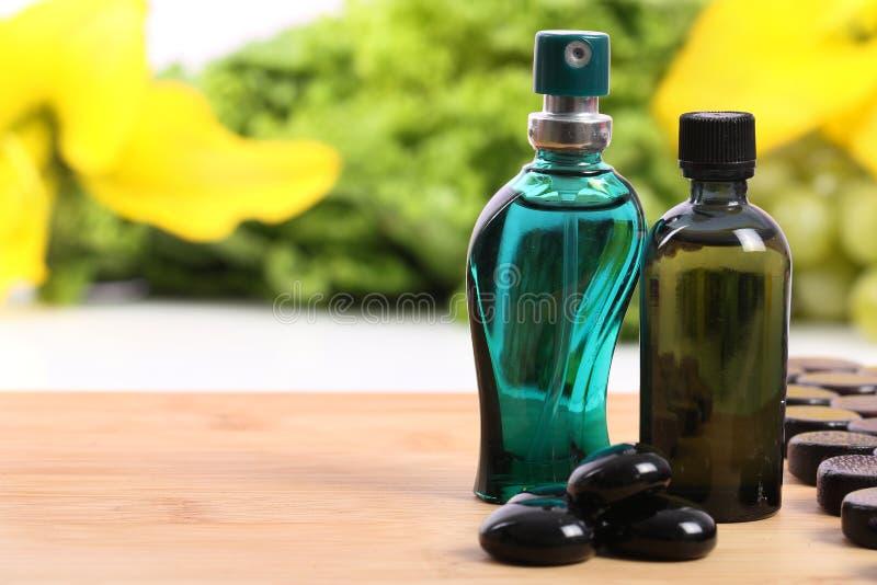 Zdrój aromatyczne nafciane butelki obrazy stock