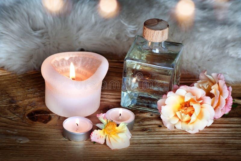 Zdrój dekoracja z aromatycznym olejem zdjęcie stock