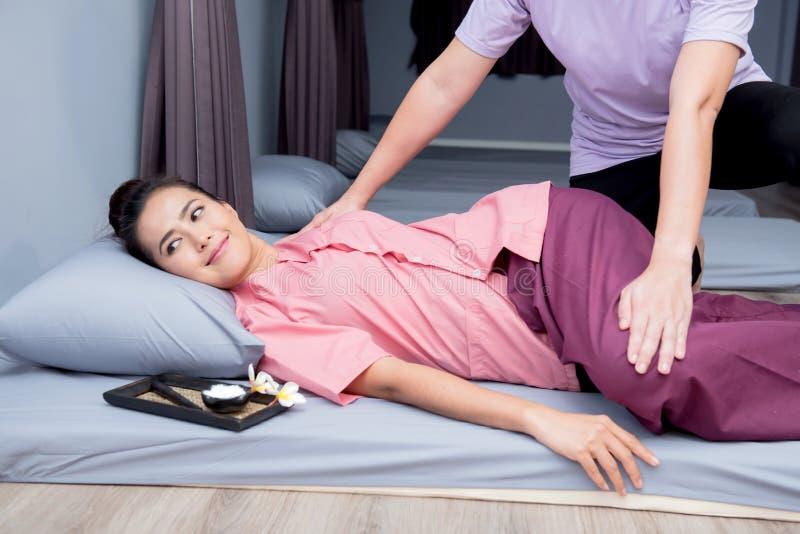 Zdrój i tajlandzki masaż obrazy royalty free