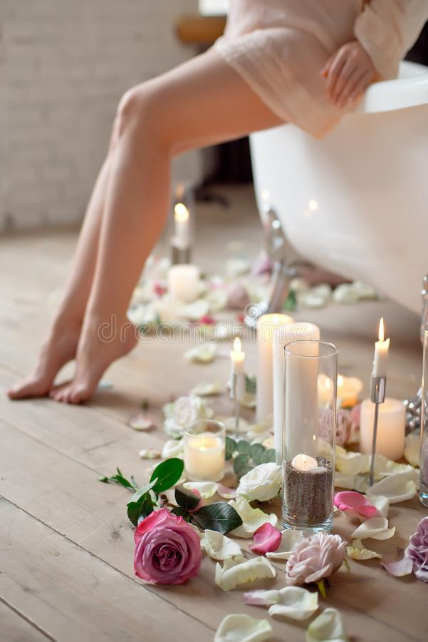 Zdrój, piękno i wellness łazienki pojęcie, zdjęcie royalty free