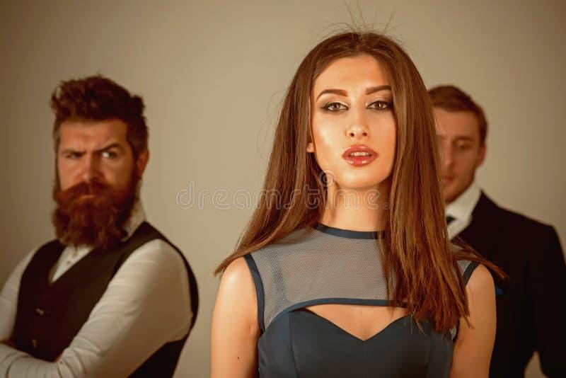 Zdrada miłość Kochankowie po łamają w górę Moda modele na moda tygodniu Powiązania między mężczyznami i kobietą Więzi obraz stock