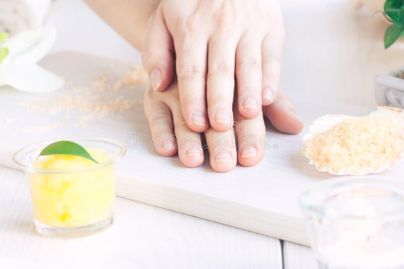 Zdroju manicure'u położenie zdjęcia stock