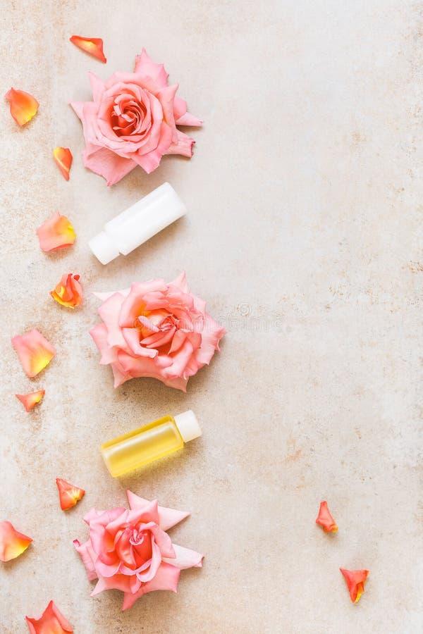 Zdroju wciąż życie z róży piękna produktami fotografia royalty free