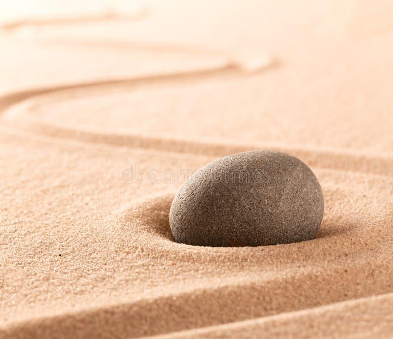 Zdroju wellness, mindfulness piasek lub kamień i uprawiamy ogródek zdjęcia stock