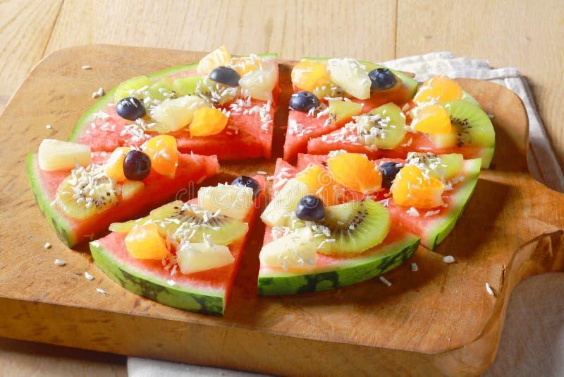 Zdrowa jarska tropikalnej owoc arbuza pizza obrazy stock