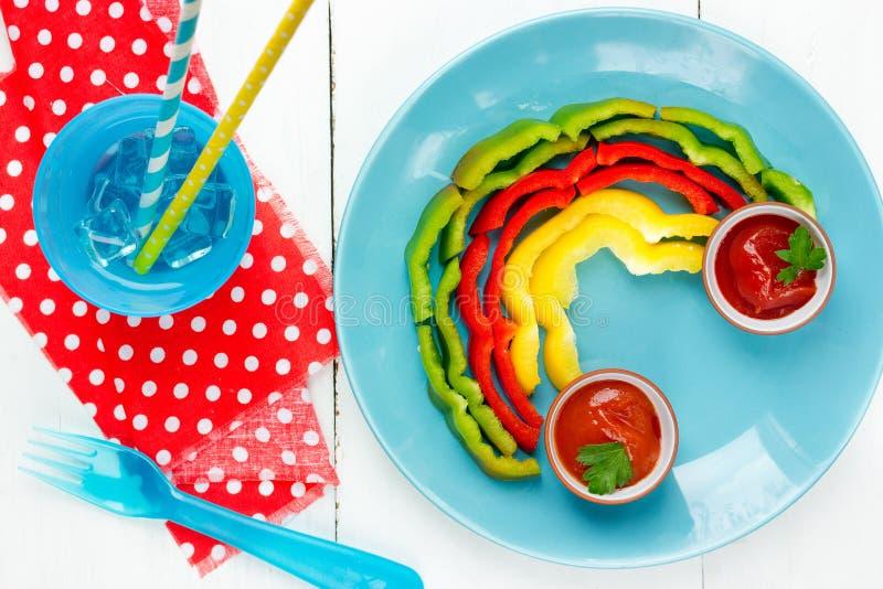 Zdrowa jarzynowa zakąska pieprzu tęcza z kumberlandem zdjęcia stock