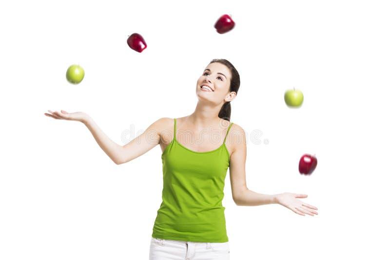 Zdrowa kobieta z jabłkami zdjęcia stock
