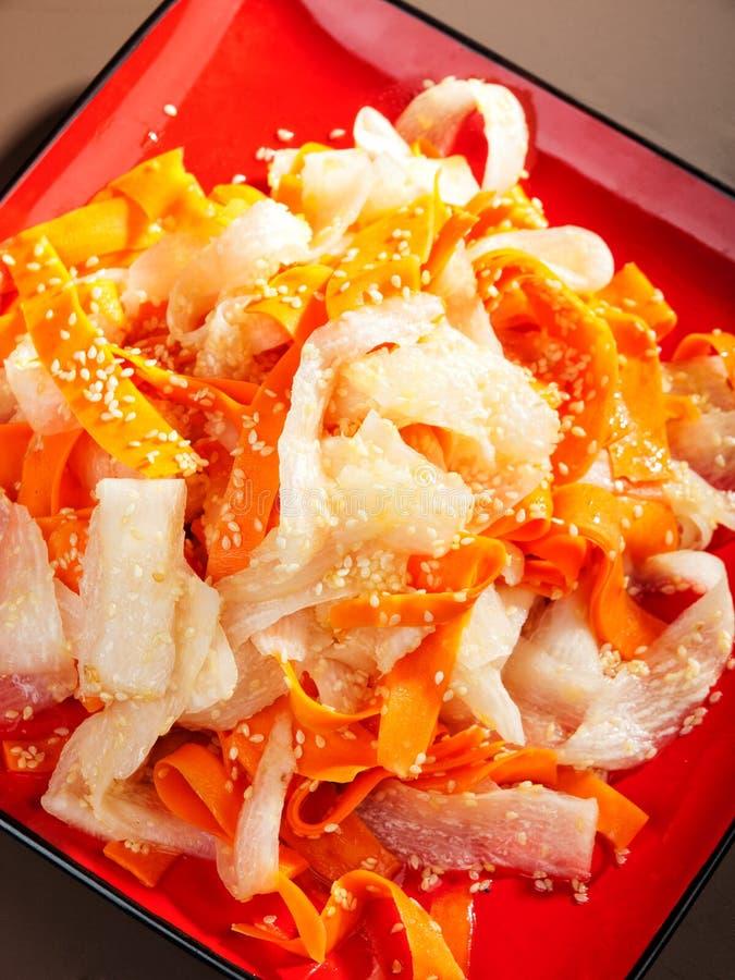 Zdrowa marchewki i rzepy sałatka obrazy stock