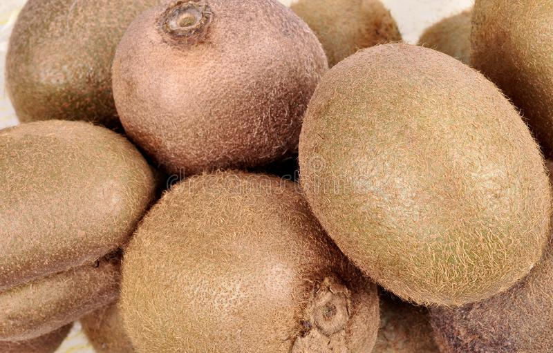 Zdrowa owoc, zdrowa świeża kiwi owoc, kiwi owoc na ocenie zdjęcie royalty free