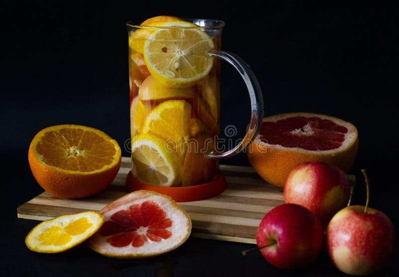 Zdrowa witaminy C herbata na zima dniu obraz stock