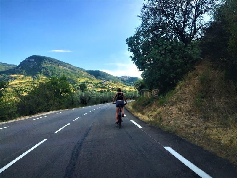 Zdrowe życie, przyroda, góra, sport i rower obraz stock