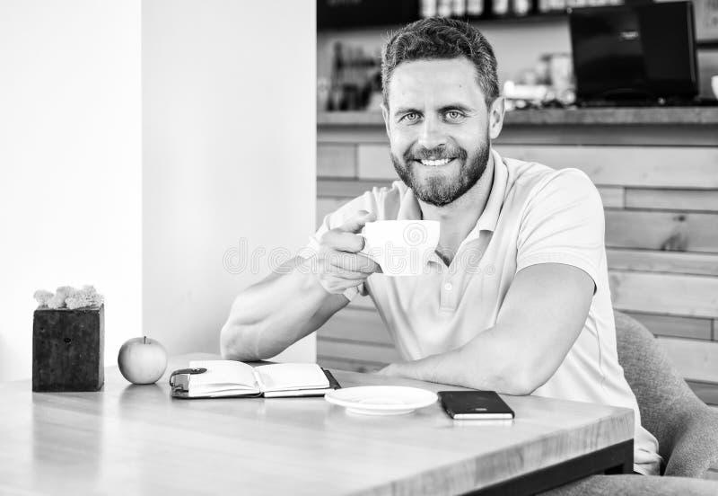 zdrowe nawyki Zdrowy mężczyzna opieki witaminy odżywianie podczas dnia roboczego Fizyczny i umysłowy wellbeing pojęcie Mężczyzna  zdjęcie stock