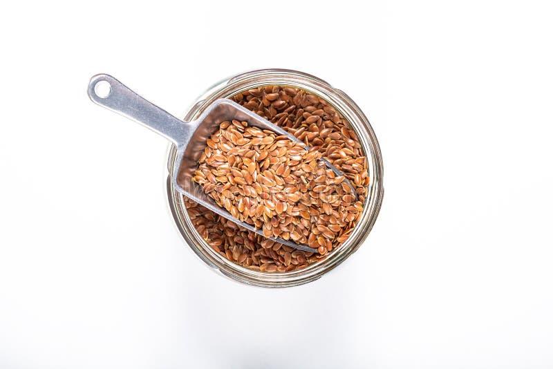 Zdrowego karmowego pojęcia lna Organicznie ziarna z żelazną miarką w szkle zdjęcia royalty free
