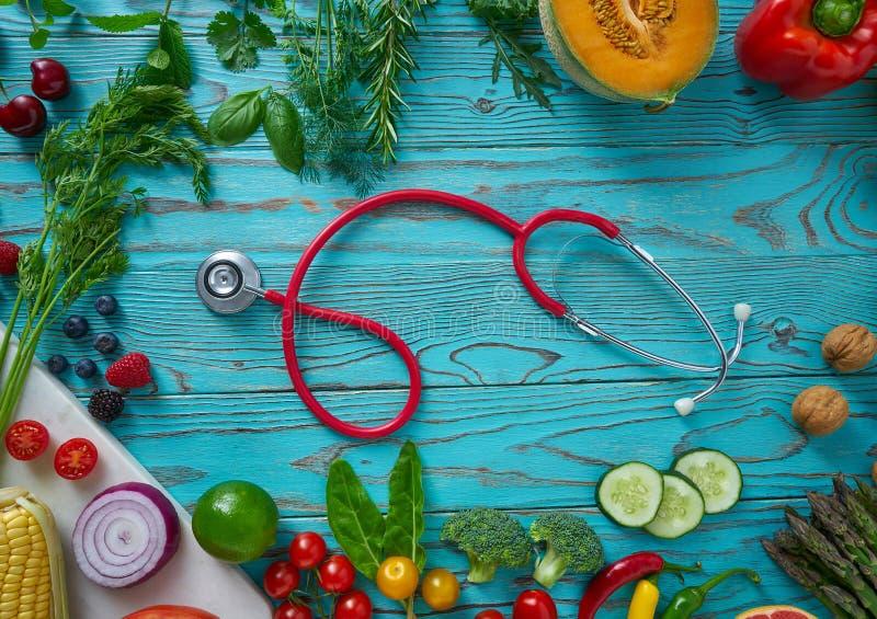 Zdrowi karmowi warzywa dla kierowego wrzosowiska na drewnie zdjęcia stock