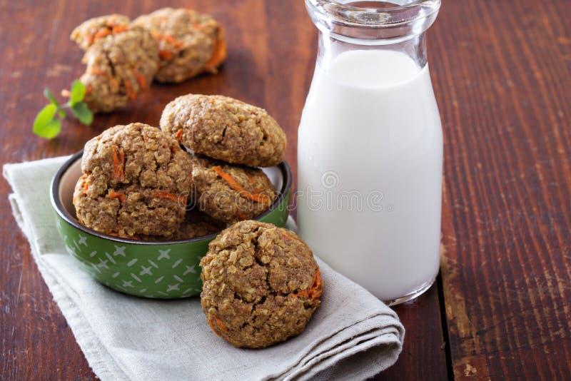Zdrowi oatmeal marchewki ciastka zdjęcia royalty free