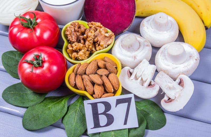 Zdrowi produkty i sk?adniki jako ?r?d?o witaminy B7 biotin, ?ywienioniowy w??kno i naturalne kopaliny, poj?cie od?ywczy ?asowanie obrazy royalty free