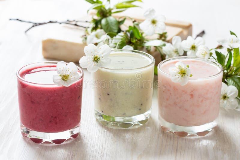 Zdrowi smoothies inkasowi zdjęcia stock