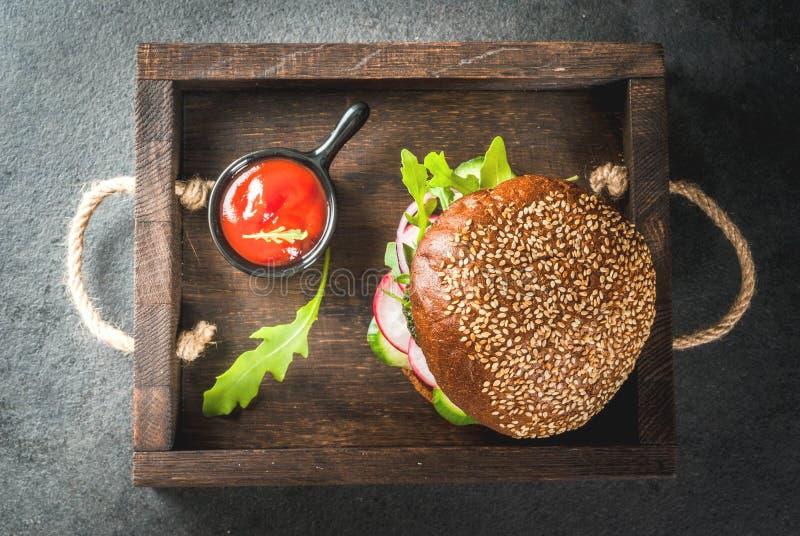 Zdrowi weganinów hamburgery zdjęcia royalty free