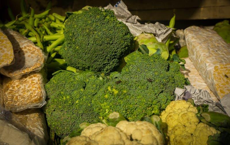Zdrowi Zieleni Organicznie Surowi brokułów Florets Przygotowywający dla Gotować zdjęcie royalty free