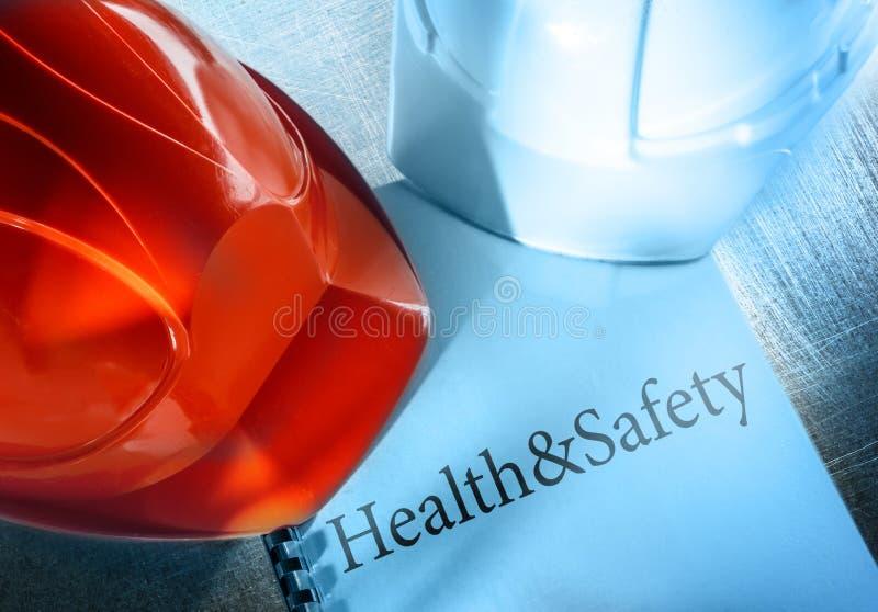 Zdrowie i bezpieczeństwo z hełmami fotografia royalty free