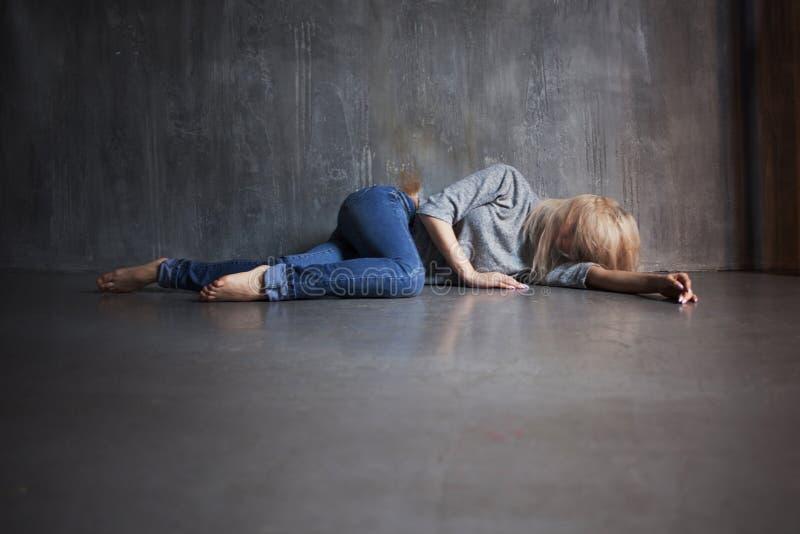 zdrowie mentalne kobiet podłogowi łgarscy potomstwa obraz stock
