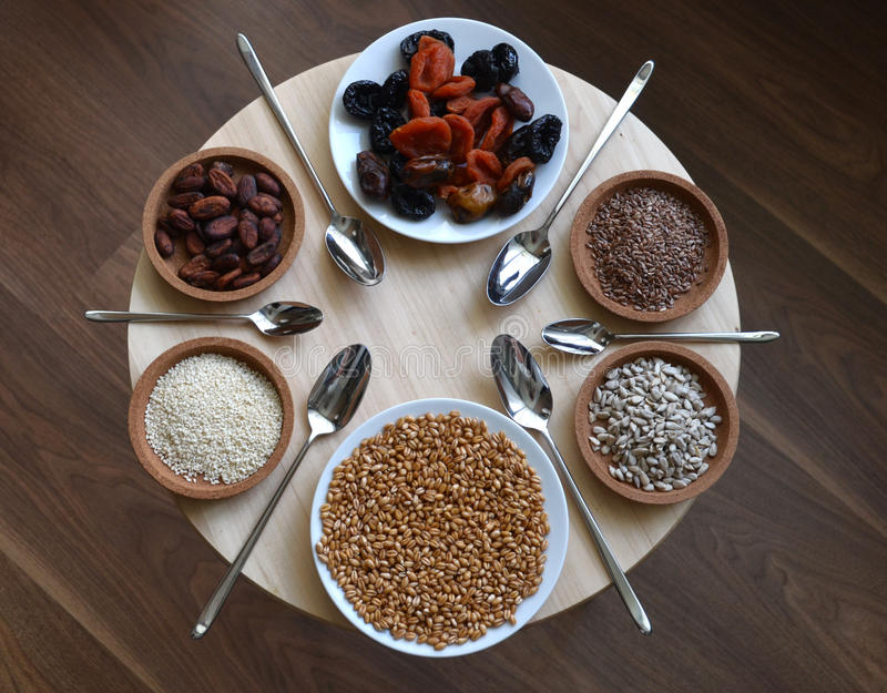 Zdrowy łasowanie, surowy jedzenie zdjęcie stock