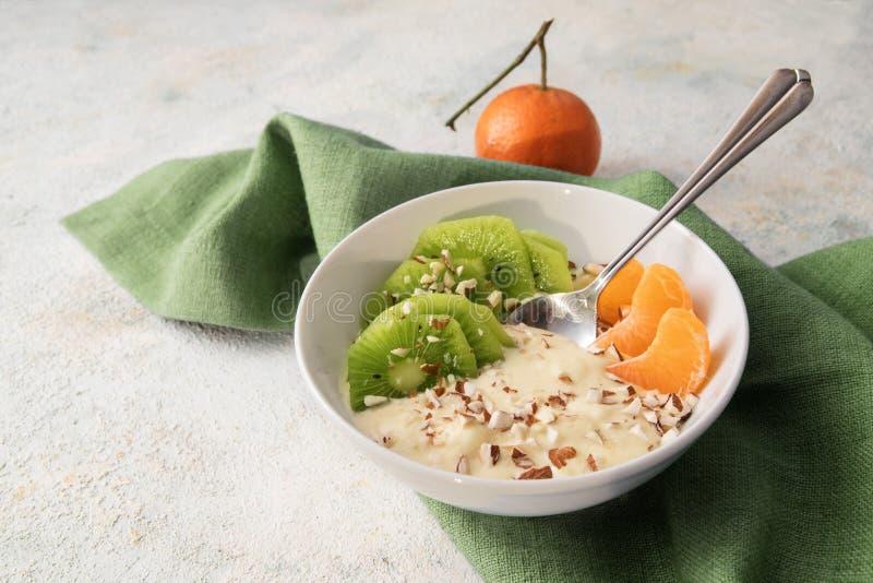 Zdrowy śniadanie od kwarka lub curd sera, linseed olej z om zdjęcia stock
