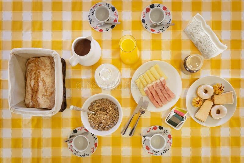 Zdrowy śniadaniowy stół obraz stock