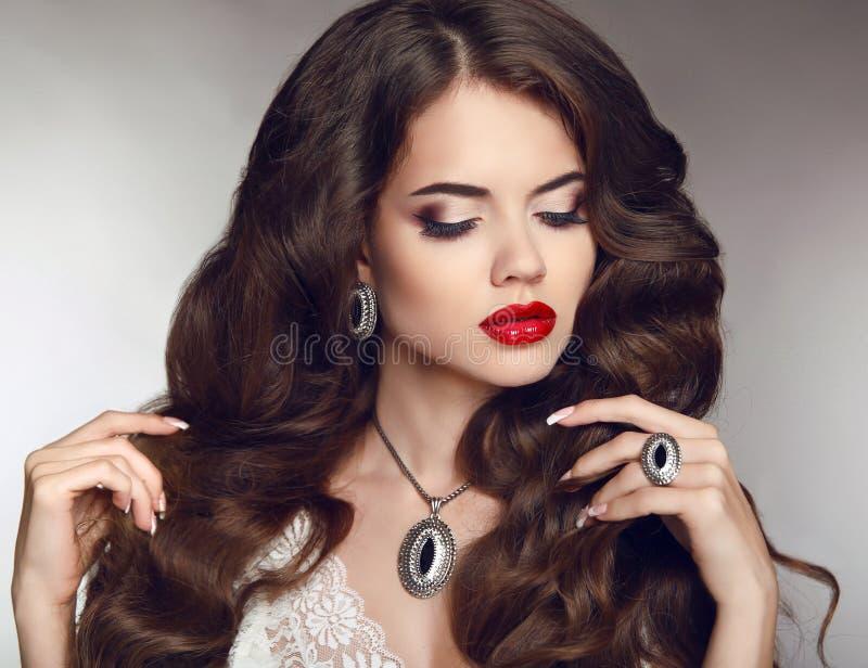 Zdrowy Długie Włosy makeup Jewellery i bijouterie Piękny b obraz stock
